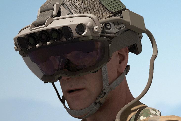 żołnierz w zestawie słuchawkowym AR